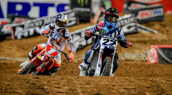 Dungey struggles to pass Chad Reed in St. Louis in a controversial contest.