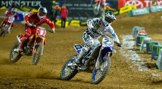 Now in possession of the red plate, Dungey in pursues Chad Reed in Glendale action.