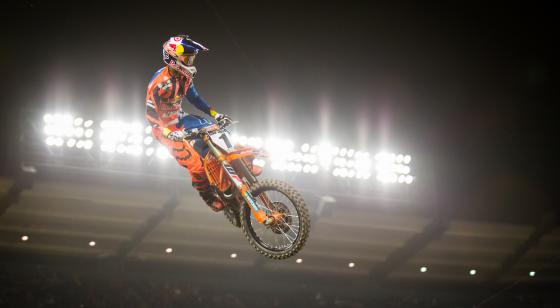 Dungey breaks through to capture his first 2017 victory with the win in Anaheim.